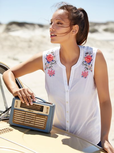Sleeveless floral embroidered shirt