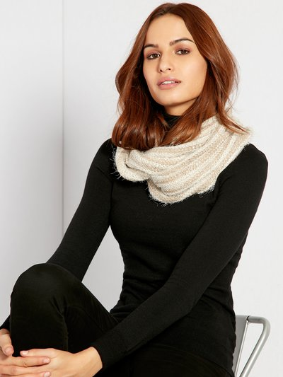 Eyelash knit snood