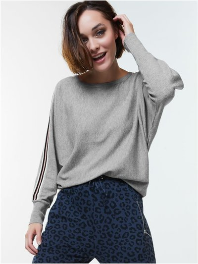 Side stripe jumper