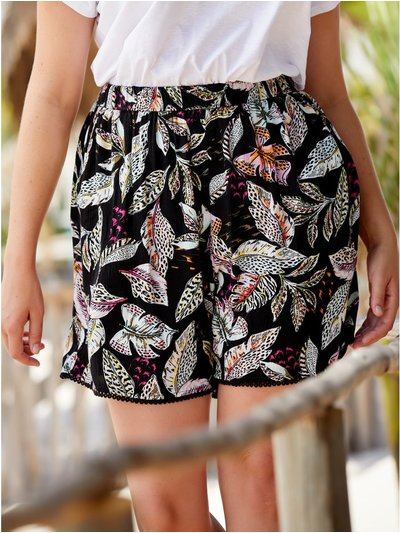 Plus floral print crinkle shorts