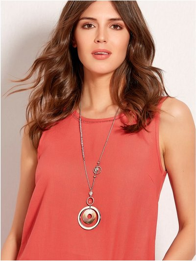 Muse shell pendant necklace